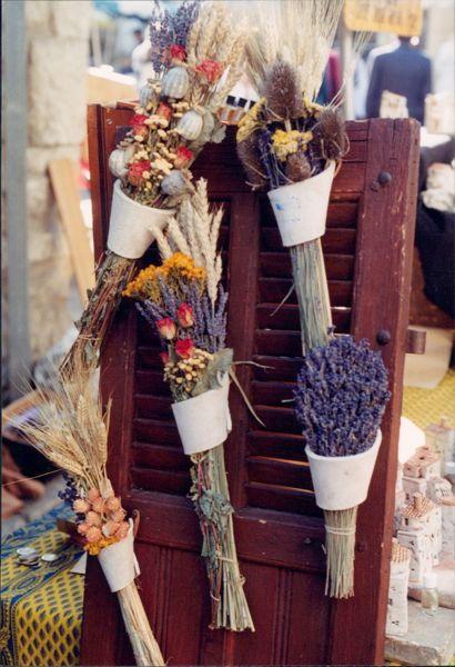Dried flowers at Isle Sur La Sorgue market , Provence France.
