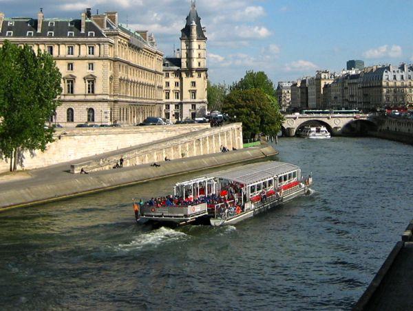 Bateaux Mouche Paris, France
