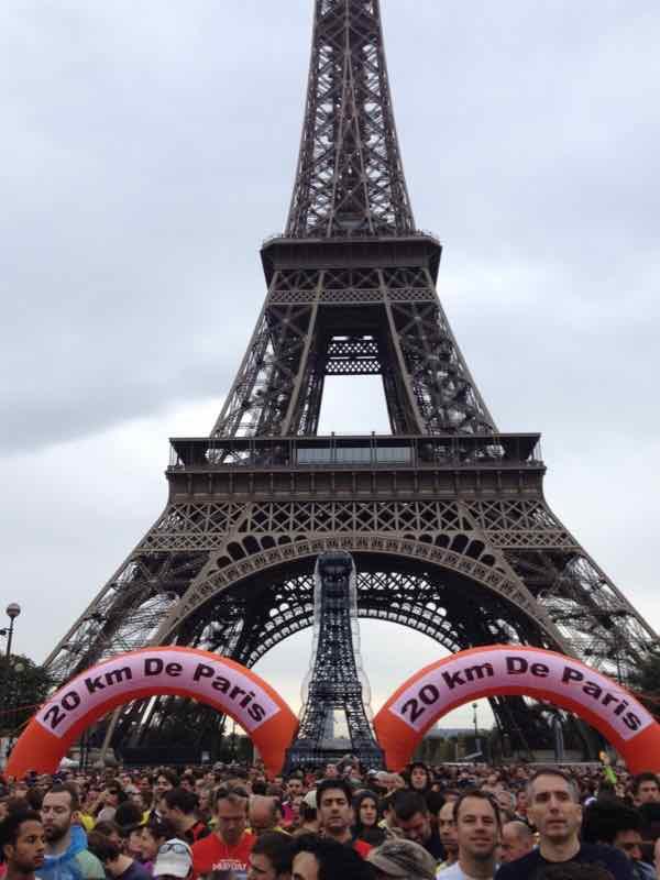 20km de Paris start line at the Eiffel Tower (J, Chung)