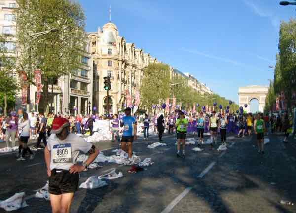 Walking to the start line at the Paris Marathon (J. Chung)