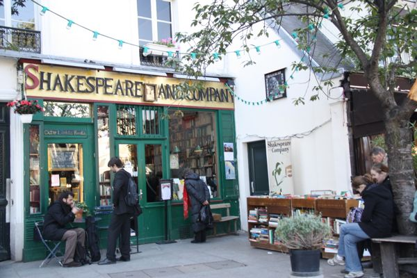 Paris Locations Shakespeare and Co, Paris France
