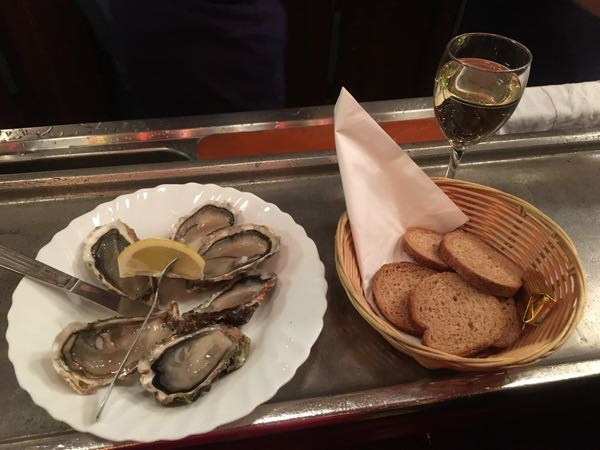 Oysters at Le Baron Rouge in Paris, France Well being
