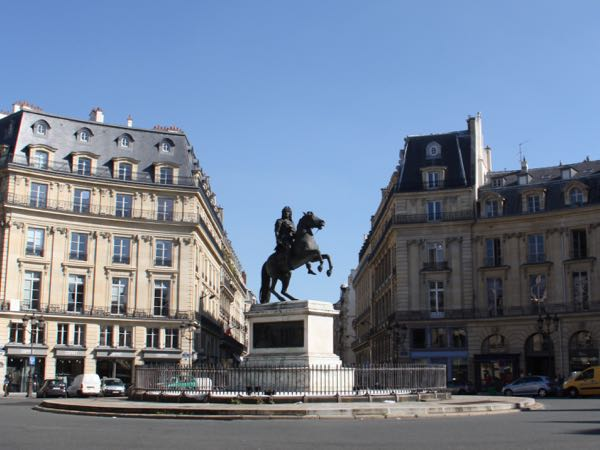 Beautiful paris locations in the movies - Place des victoires metro ...