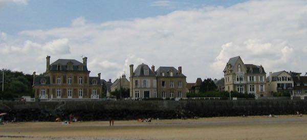 Arromanches-Les-Bains Homes D-Day Normandy
