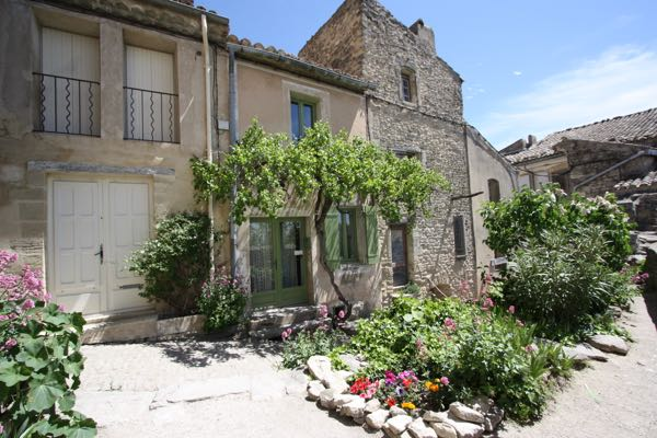 Hopefully the Quan's home in Gordes, France Taking me to France