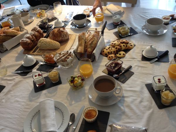 Stomach Problems: Breakfast buffet in France