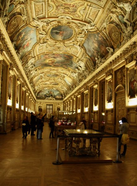 Advice: see the Louvre Museum at night