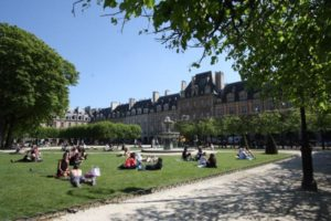 Place des Vosges, Paris in high season