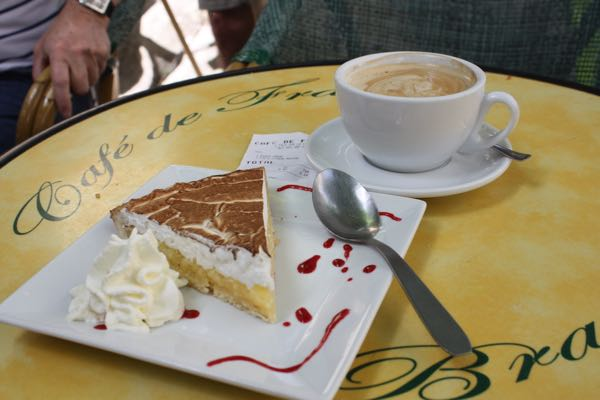Mindfulness at a cafe in L'Isle Sur La Sorgue