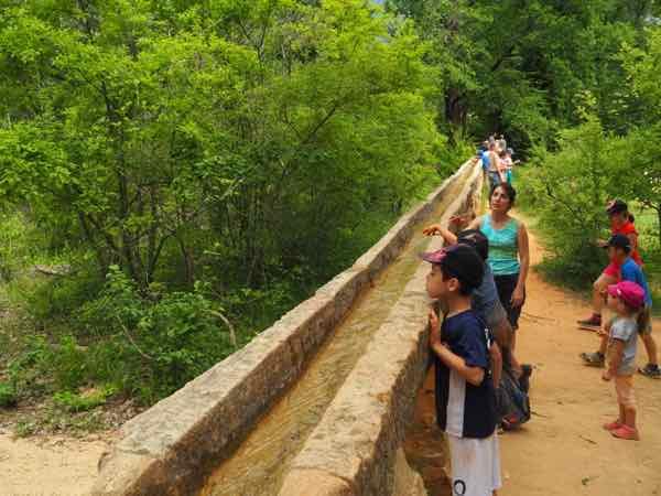 Hike in Le Colorado Provencal Aqueduc
