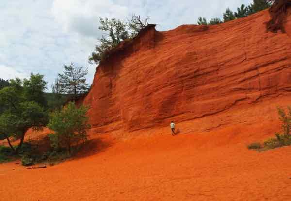 Hiking in Le Sahara in Le Colorado Provencal
