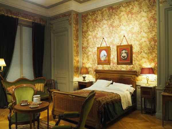 Bedroom at Villa Lumiere (J. Chung)