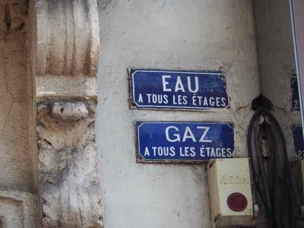 Eau and gaz signs (J. Chung)