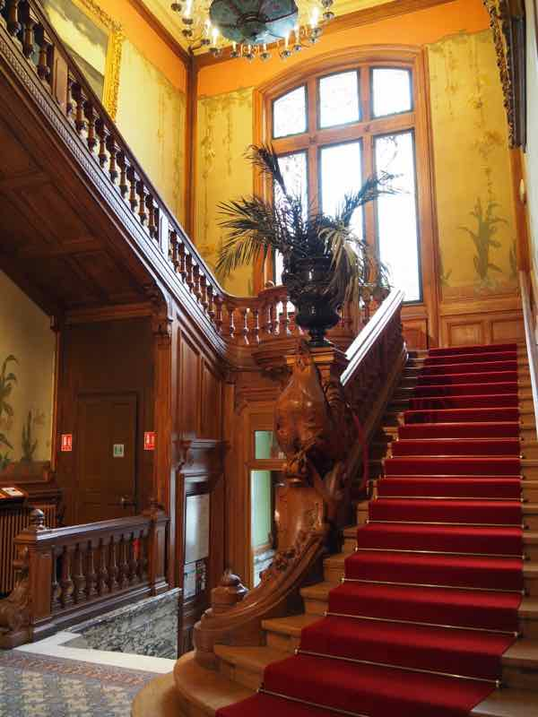 Grand staircase at Villa Lumiere (J. Chung)