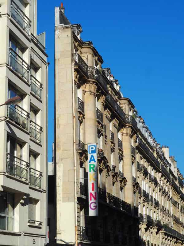 Narrow building at 27 rue de Brunel in Paris (J. Chung)