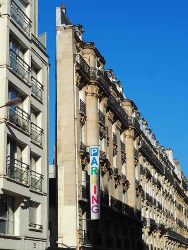 Narrow building at 27 rue de Brunel in Paris (J. Chung)