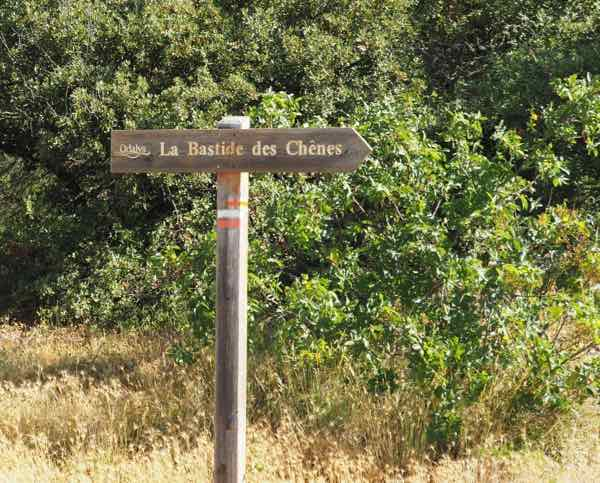 Sign leading to La Bastide des Chenes