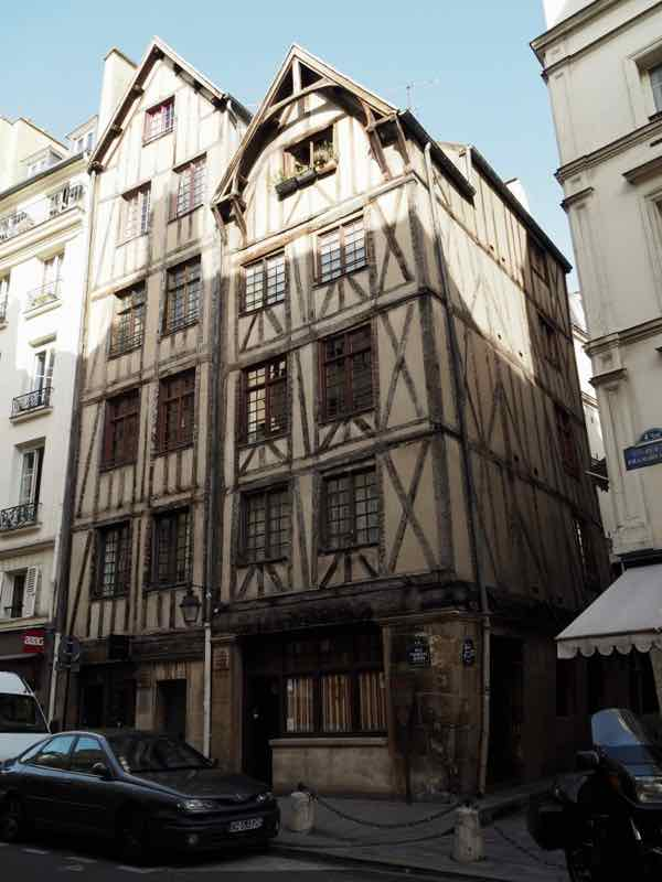 Medieval houses on 11 and 13 rue Francois Miron Paris (J. Chung)