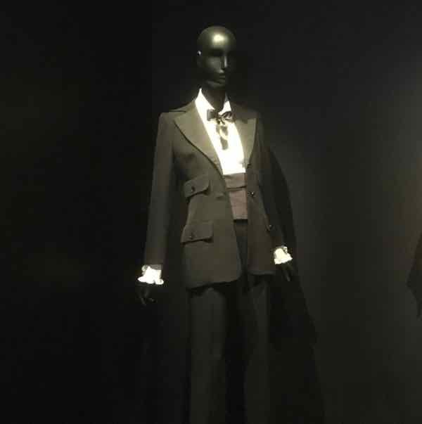 Le smoking tuxedo by Yves Saint Laurent (J. Chung)
