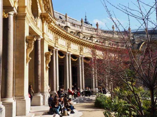 Courtyard at Le Petit Palais (J. Chung)