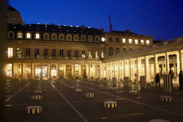 Les Colonnes de Buren-Palais Royale Paris (J. Chung)
