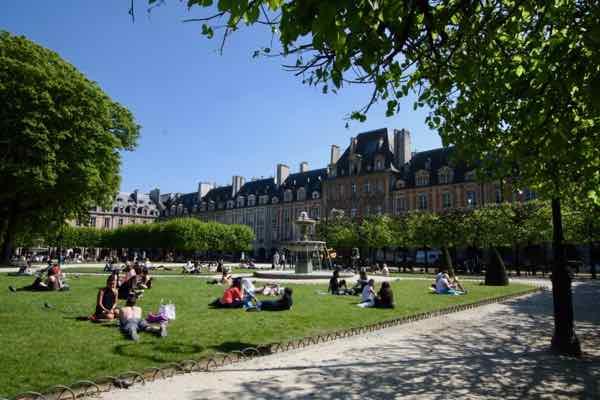 Place des Vosges, Paris (J. Chung)