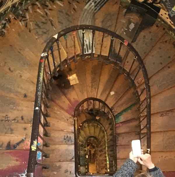 59 Rivoli stairwell (J. Chung)