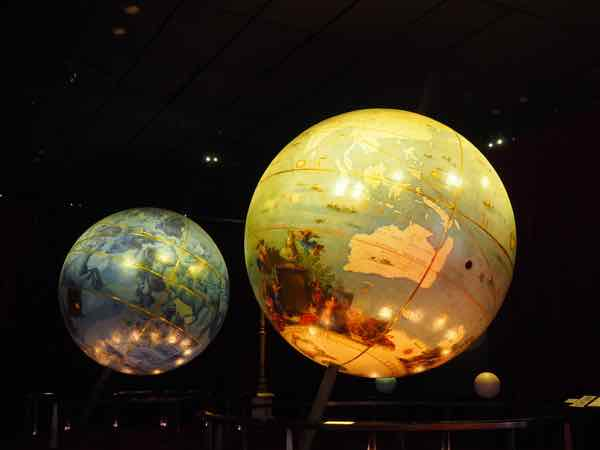 Les Globes at the Francois Mitterrand library (J. Chung)