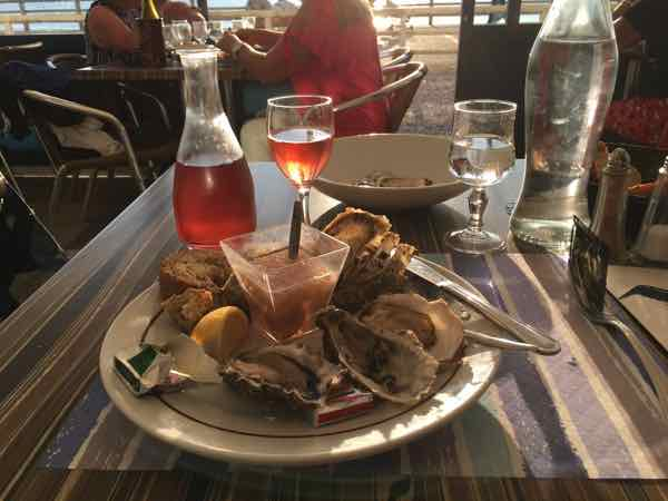 Rose wine and oysters at Le Homard Bleu