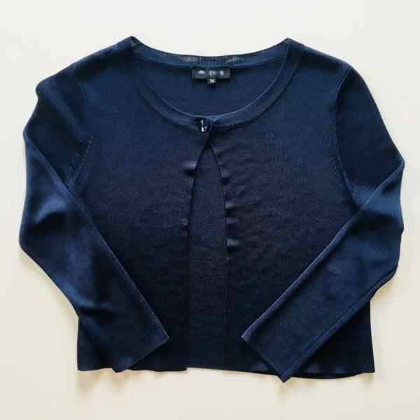 Blue sweater which set off an argument in French