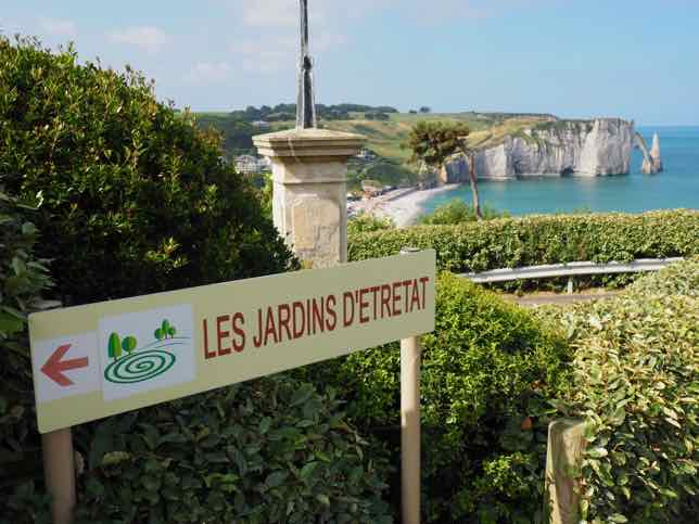 Hidden gardens in Etretat