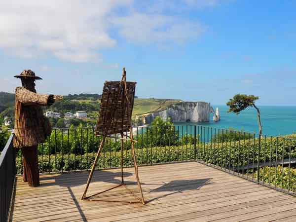 Wiktor Szostalo's twig sculpture of Claude Monet-Jardins d'Etretat