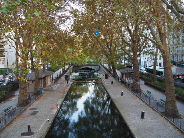 Localers food tour near Canal Saint Martin