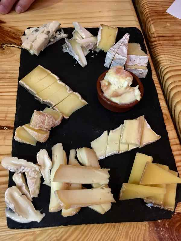 Cheese tasting platter at Paroles de Fromagers