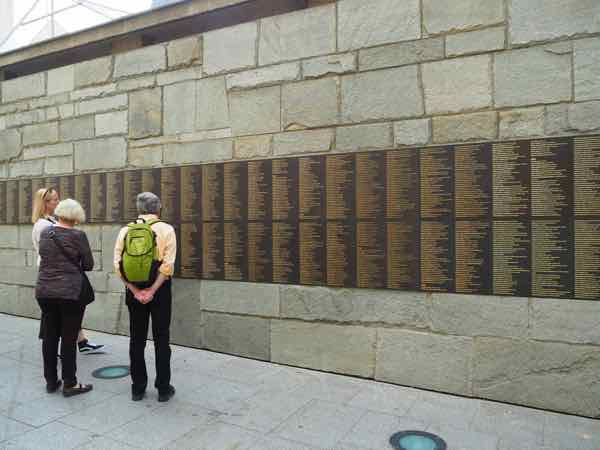 Le Mur Des Justes (Wall Of The Righteous)-Life In Paris During WWII