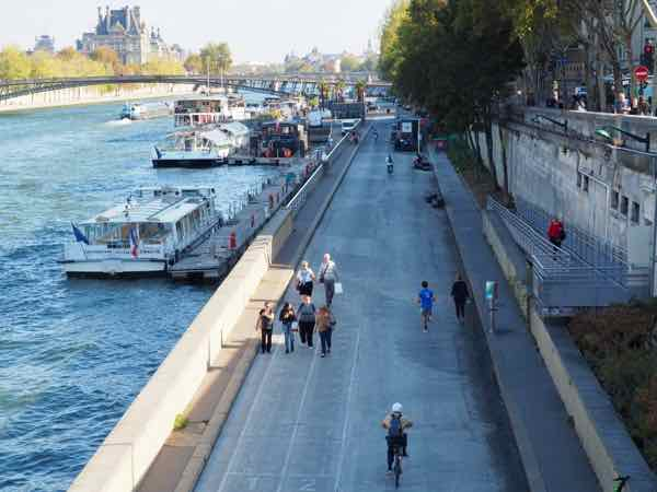 Sparkling water by the Seine River (J. Chung)