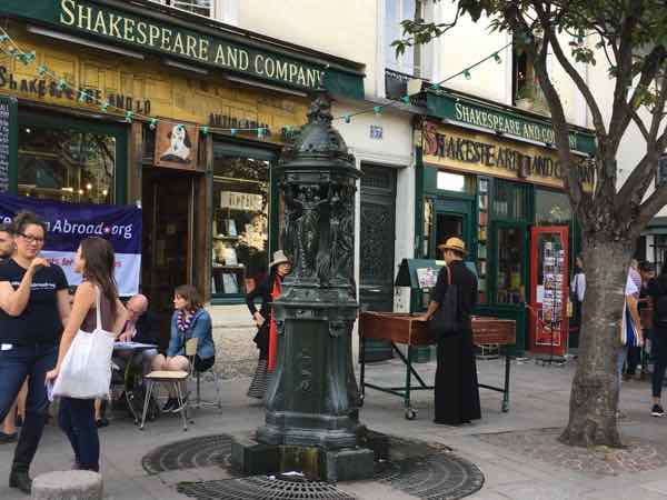 Wallace Fountain in front of Shakespeare and Co at 37 Rue de la Bûcherie (J. Chung)