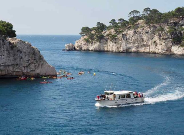 Boat tour and kayakers in the Calanque de Port Miou (J. Chung)