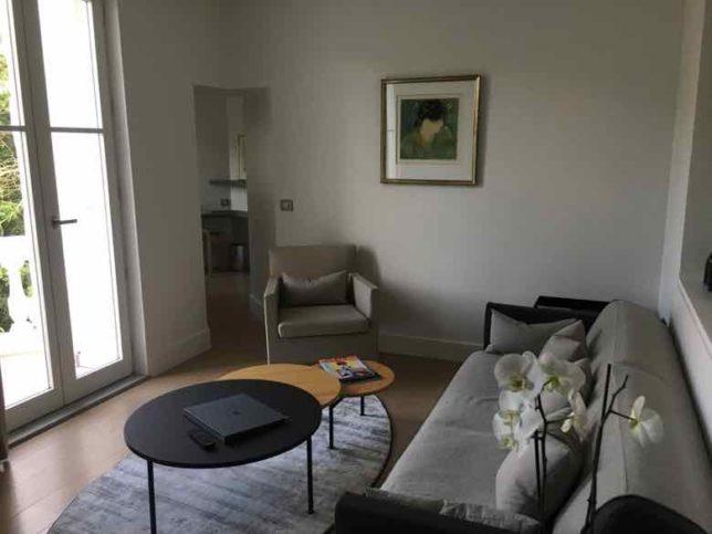 Tabernolles Room-Chateau Autignac (J. Chung)