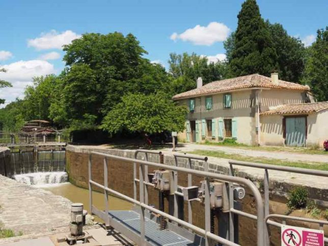 Lock along the Canal du Midi (J. Chung)