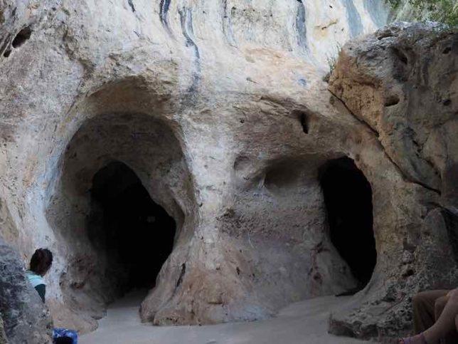 Entrance to Grotte de Font de Gaume (J. Chung)