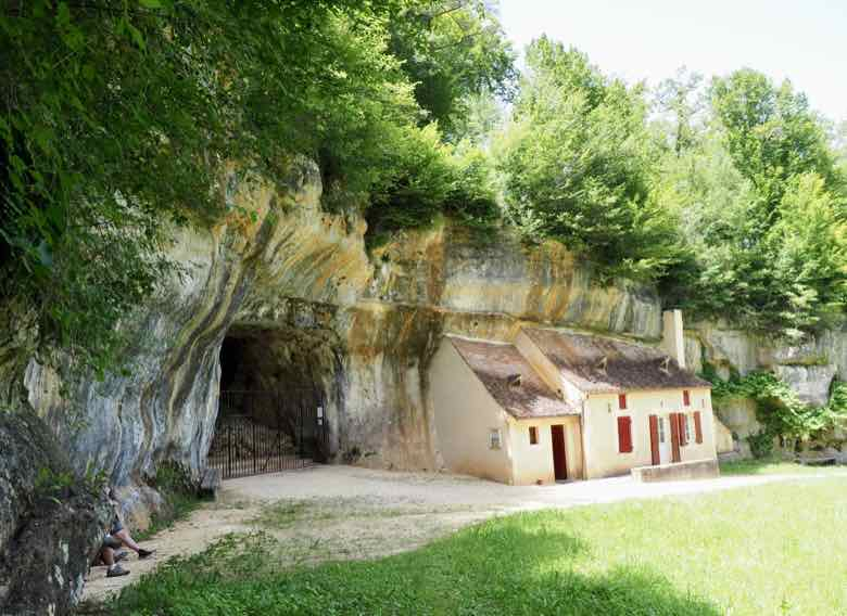 Grotte des Combarelles (J. Chung)
