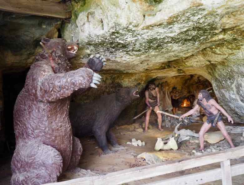 Neanderthal man-La Roque Saint-Christophe (J. Chung)