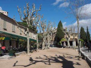 Cafe de la Place in Saint-Paul-de -Vence (J. Chung)