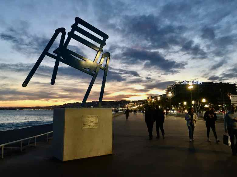 La Chaise Bleue sculpture on Promenade des Anglais by Sabine Geraudie (J. Chung)