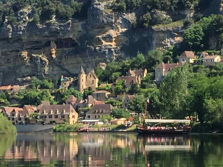 Kayaking by La Roque Gageac (J. Chung)