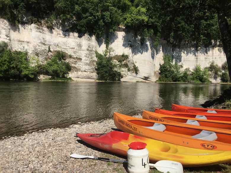 Kayaks in the Dordogne (J. Chung)