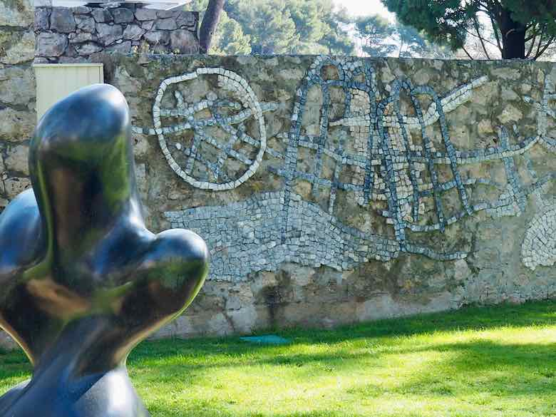 Le Pepin geant and Mosaique murale-by Jean Arp and Pierre Tan-Coat (J. Chung)