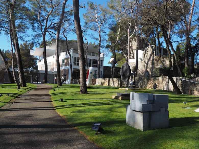 Sculpture garden-Fondation Maeght (J. Chung)