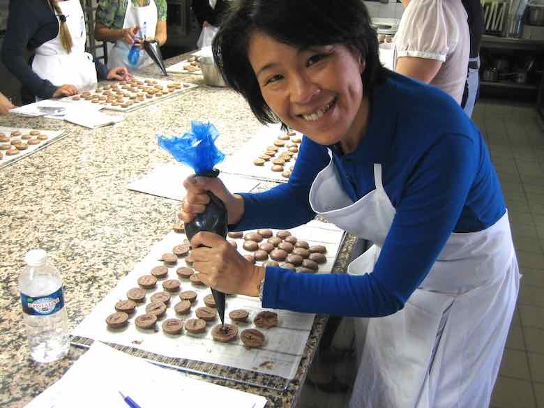 Jan adding the ganache to the macaron shells (J. Chung)